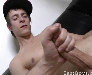 Skater Boy Gets Handjob - Cumshot